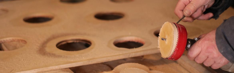 Loch in Holzplatte sägen