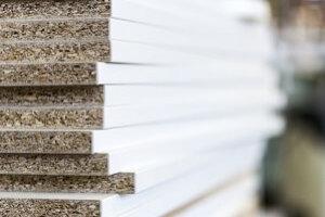 Beschichtete Platten ausrissfrei sägen: So gehen Sie vor