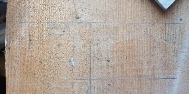 Rechteck aus dem Holz sägen