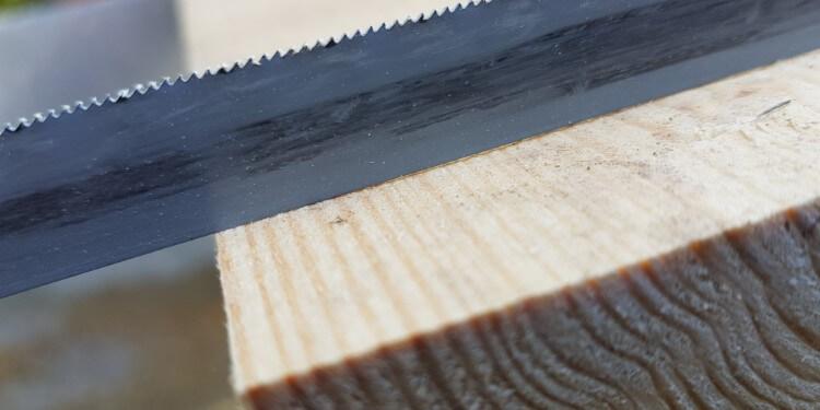 Verunreinigtes Metallsägeblatt